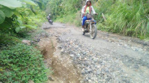 Menuju Bambangan Akses Jalan Rusak
