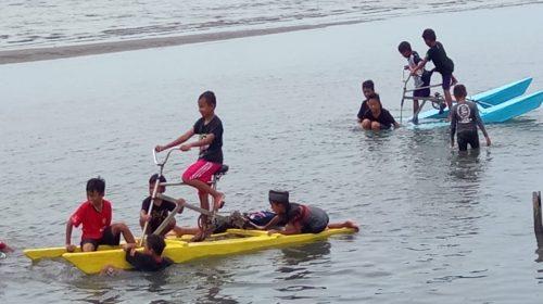 Liburan dengan Water Bike di Bajoe, Rea