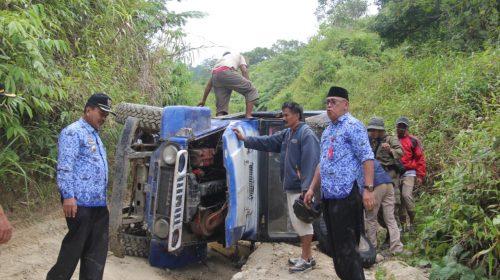 Melintas di Jalan Rusak, Bupati Majene Alami Kecelakaan