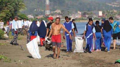 Rencana Pasang Plang Larangan Buang Sampah di Pantai