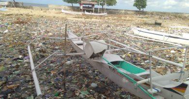 Lautan Sampah di Pantai Parappe, Majene