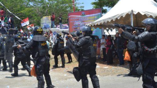 Ricuh di DPRD Sulbar, Diawali Tembakan Gas Air Mata Polisi