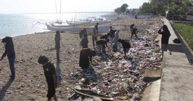 Aksi Peduli Lingkungan HMTI UNASMAN