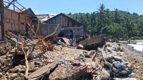 Belasan Rumah Rusak Akibat Tanggul Jebol Diterjang Ombak di Majene