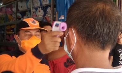 Pemkab Mamuju Bagikan 1.000 Masker dan Semprot Hand Sanitizer di Beberapa Titik