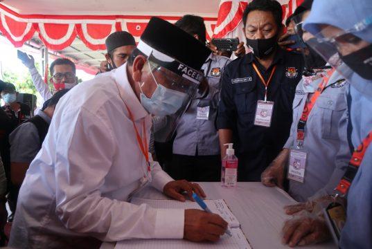 Dua Bapaslon Mendaftar di KPU, Calon Independen Hari Terakhir