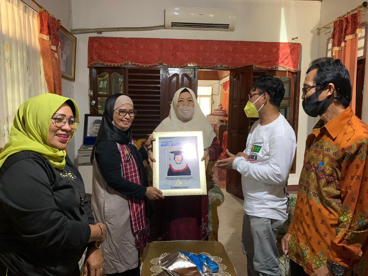 Mengunjungi Pensiunan Guru, Nursami Masdar: Tanpa Mereka Kita Bukanlah Apa-apa