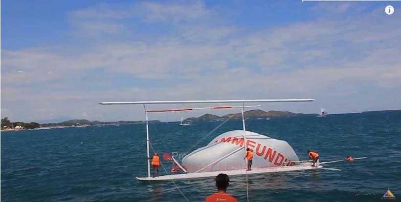 Mengatasi Perahu Sandeq Terbalik