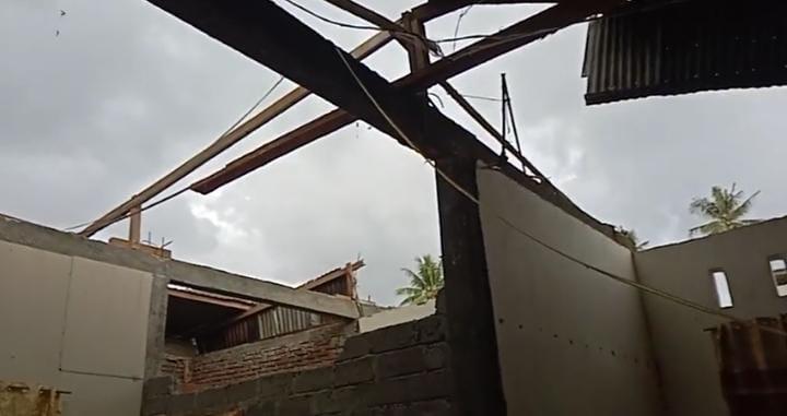 Puting Beliung Rusak Rumah Warga Malunda