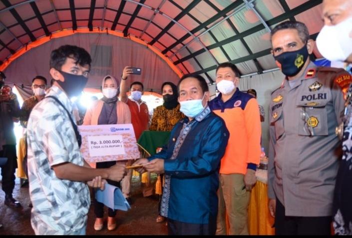 Bupati Majene Serahkan Bantuan Gempa Secara Simbolis