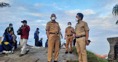 AIM Bersih-Bersih di Pantai Bahari